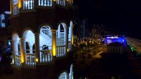 Escadaria arqueada da torre em Batumi Geórgia, restaurante e cervejaria, recreação video estoque