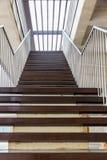 Escadaria com etapas de madeira Imagem de Stock Royalty Free