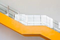 Escadaria com o architure de aço stanless do corrimão imagens de stock royalty free