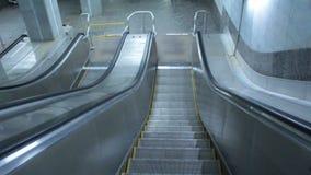 Escadaria da escada rolante vídeos de arquivo
