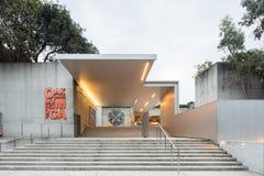 Escadaria de entrada do museu de arte de Oakland imagem de stock