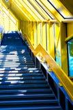 Escadaria de mármore com um corrimão de aço Fotos de Stock Royalty Free