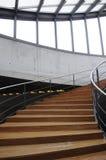 Escadaria de madeira curvada fotos de stock