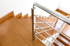 Escadaria de madeira interior da casa nova Fotografia de Stock Royalty Free