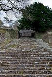 Escadaria de pedra romântica, exterior, la Ville de Villers, Bélgica fotos de stock royalty free