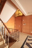 Escadaria em uma sótão de luxo Fotos de Stock Royalty Free