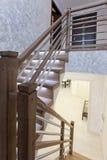 Escadaria entre a primeira e segundo andar fotografia de stock royalty free