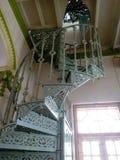 Escadaria espiral da arquitetura velha dos Colonials Byilt-up 1925 fotos de stock royalty free