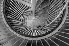 Escadaria espiral de aço como o escape de fogo fotos de stock royalty free