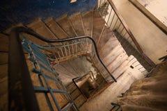 Escadaria espiral na casa velha Fotos de Stock Royalty Free