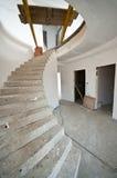 Escadaria espiral na HOME imagens de stock