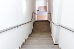A escadaria está indo para baixo imagem de stock royalty free
