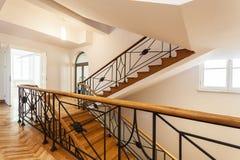 Escadaria luxuosa em um palácio fotos de stock