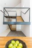 Escadaria maciça da forma moderna foto de stock