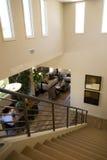 Escadaria moderna da mansão Fotografia de Stock Royalty Free
