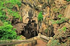 Escadaria na caverna de Tham Khao Luang, província de Phetchaburi, Tailândia imagens de stock