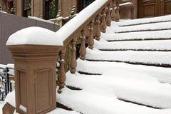 Escadaria na frente da construção do Brownstone de New York imagem de stock