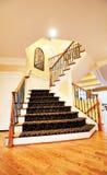 Escadaria na HOME de gama alta imagens de stock