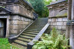 Escadaria no cemitério de Londres   Fotos de Stock