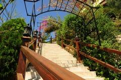 Escadaria no jardim Imagens de Stock