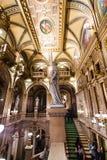 Escadaria no teatro da ópera do estado de Viena fotografia de stock royalty free