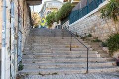 A escadaria que conduz para cima no quarto judaico na cidade velha de Safed fotografia de stock