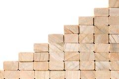 Escadas à construção do sucesso com blocos de madeira no fundo cinzento com espaço da cópia fotografia de stock royalty free
