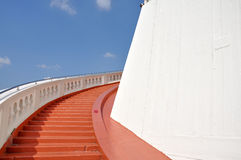 Escadas à montanha dourada foto de stock