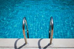 Escadas à piscina Fotografia de Stock Royalty Free
