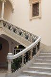 Escadas antigas da casa de mansão bonita fotografia de stock royalty free