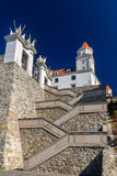 Escadas ao castelo de Bratislava, Eslováquia Imagens de Stock