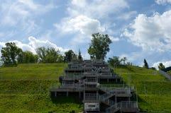 Escadas ao parque montanhoso em Barnaul imagem de stock royalty free