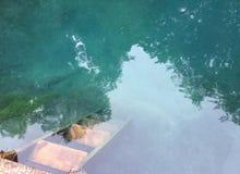 Escadas ao rio imagem de stock