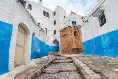 Escadas azuis do DES Oudaias de Kasbah em Rabat, Marrocos Fotografia de Stock