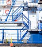 Escadas azuis do navio de Zig Zag imagem de stock