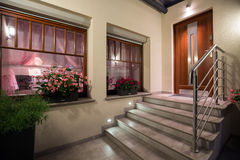Escadas cinzentas e modernas imagens de stock royalty free