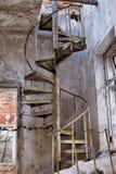Escadas circulares velhas fotografia de stock