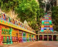 escadas coloridas de cavernas do batu malaysia foto de stock