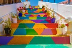 Escadas coloridas na rua em Tunes, Tunísia imagem de stock royalty free