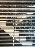 Escadas com os detalhes da arquitetura do teste padrão da parede exteriores imagem de stock