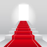 Escadas com tapete vermelho de veludo. Imagens de Stock