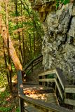Escadas da fuga de Cliffside fotografia de stock royalty free