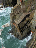 Escadas de Cinque Terre que conduzem ao oceano Fotografia de Stock Royalty Free