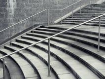 Escadas de Concreate na cidade foto de stock