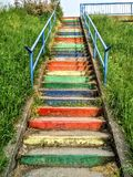 escadas de cores do arco-íris foto de stock
