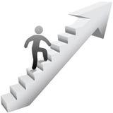 Escadas de escalada da pessoa ao sucesso Fotos de Stock