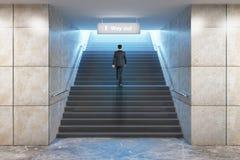 Escadas de escalada do sucesso do homem de negócios Imagem de Stock