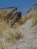 Escadas de madeira à praia Imagens de Stock Royalty Free
