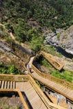 Escadas de madeira em torno das montanhas Imagem de Stock Royalty Free