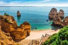 200 escadas de madeira que conduzem ao Praia fazem Camilo, o Algarve, Portugal Foto de Stock Royalty Free